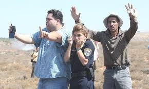 Palestinians protect Israeli police